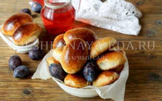 Пирожки со сливами и яблоком на сковороде – рецепт пошаговый с фото