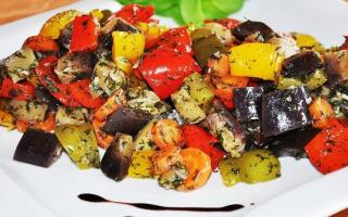 Овощной салат с жареными баклажанами – рецепт пошаговый с фото