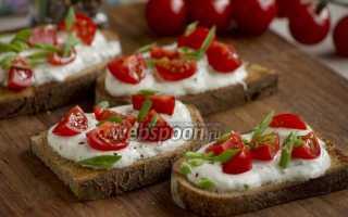 Тосты с помидором, чесночным соусом и зеленью – рецепт пошаговый с фото