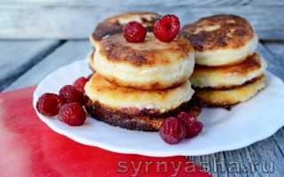 Сырники с малиной и сметаной – рецепт пошаговый с фото