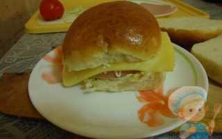 Сырный гамбургер с колбасой в микроволновке – рецепт пошаговый с фото