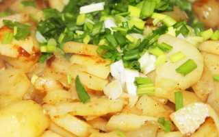 Жареный картофель с луком и базиликом на скорую руку – рецепт пошаговый с фото