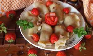 Домашние вареники с клубникой и шоколадом – рецепт пошаговый с фото