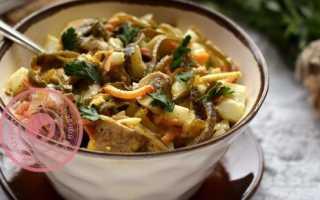 Салат из морской капусты с жареными грибами – рецепт пошаговый с фото