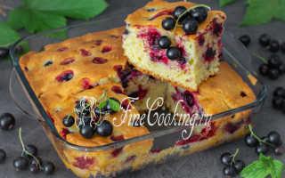 Пирог с клубникой и смородиной на молоке – рецепт пошаговый с фото