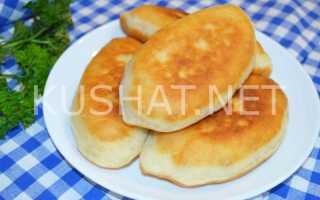 Жареные пирожки с колбасой, помидором и сыром на сковороде – рецепт пошаговый с фото
