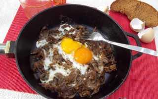 Яичница с капустой и зеленым чесноком на сковороде – рецепт пошаговый с фото